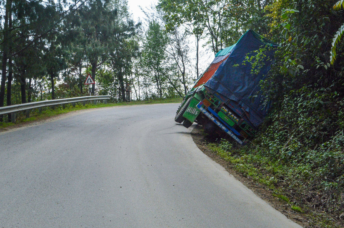 Indian road truck smash